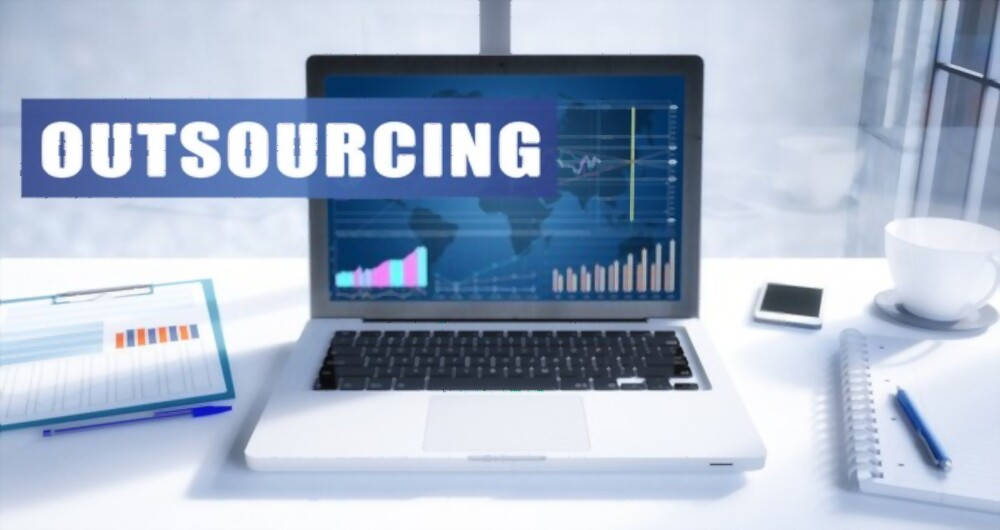 What is the Difference between Outsourcing and Offshoring?